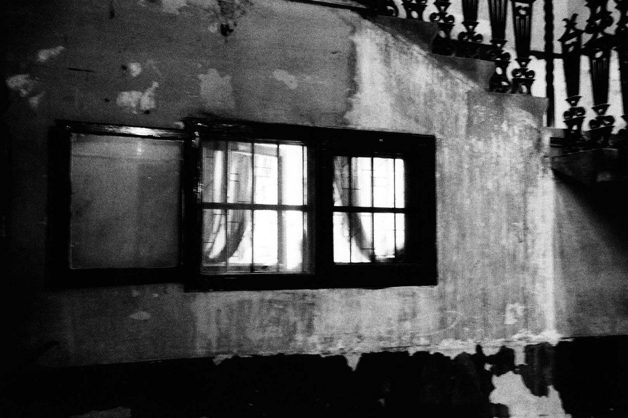 """""""Dans l'escalier"""", Budapest, 2005 - 90 x 60 cm"""