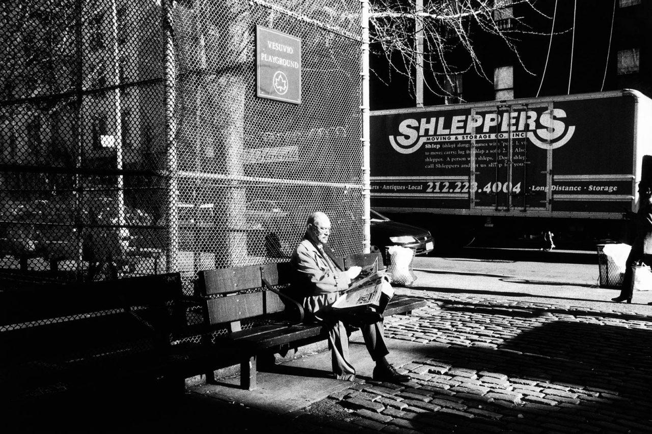 """Shleppers"", NewYork, 2002 - 122 x 82 cm"